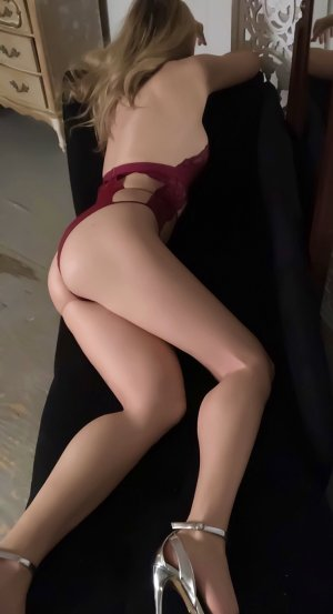 Apolline tantra massage