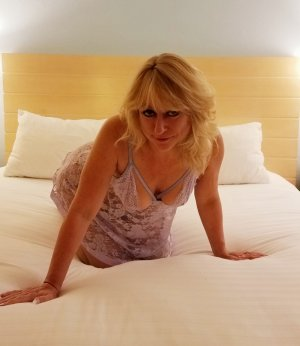 Rozelin happy ending massage in Redmond Washington