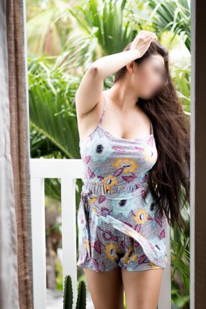 Carlyne nuru massage in Maysville