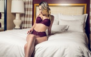 Urielle erotic massage in Niles