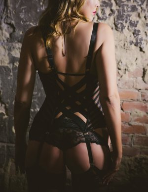Feriel erotic massage in Paris Tennessee